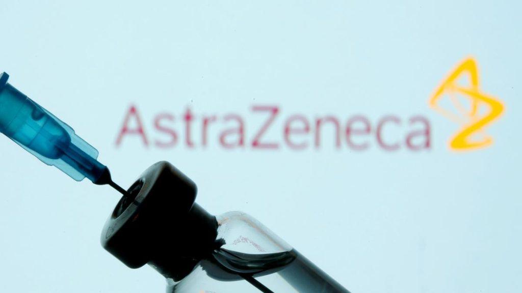 Sanidad evaluará si administrar o no la vacuna AstraZeneca a mayores de 55 o 65 años